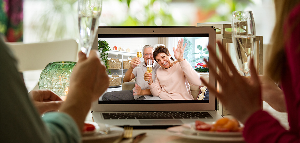 Apritivo in videochiamata con i genitori